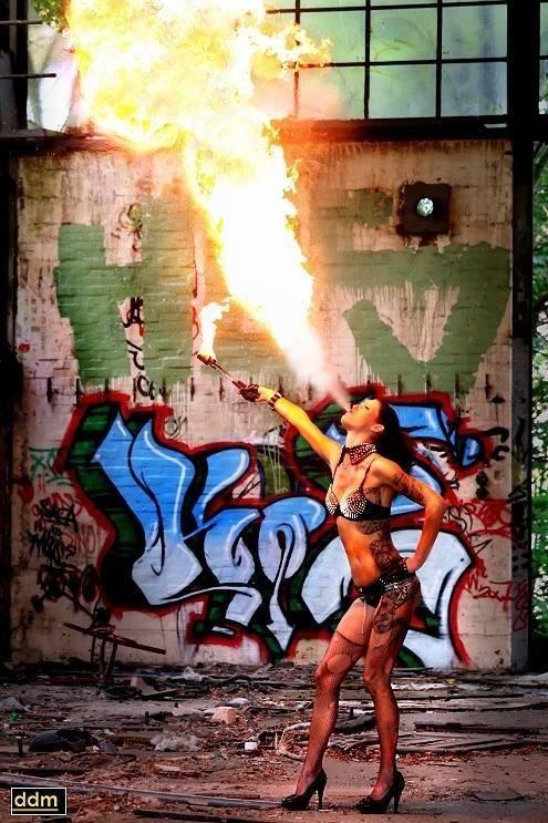 Gogo-Feuer-Shows-Jenny Hamb
